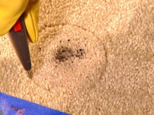 Repara una alfombra dañada o rota
